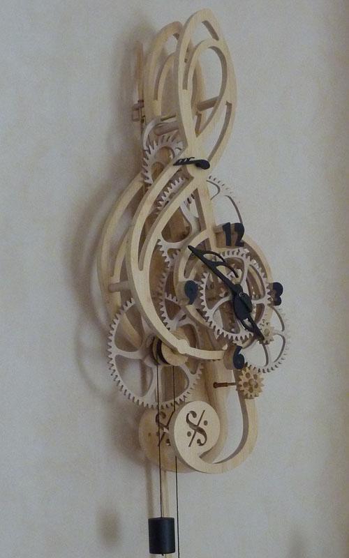 Horloge artisanale bois Cle de sol Roland Dutoya