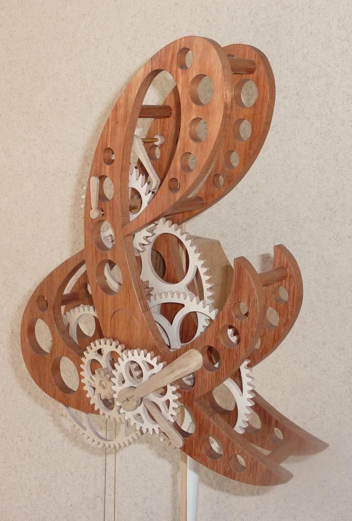 horloge artisanale en bois Esperluette par Roland Dutoya