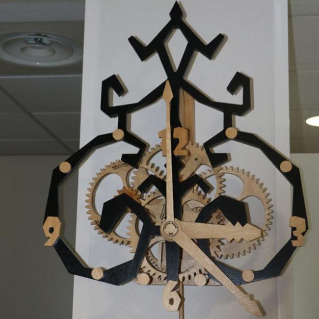 Horloge artisanale bois Canard sur le toit Roland Dutoya