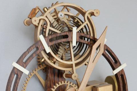 Horloge en bois Tourbillon Roland Dutoya